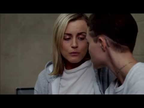 OITNB 3x09: Piper and Stella first kiss