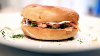 Bagels With Smoked Salmon, Cream Cheese, Dill & Lemon