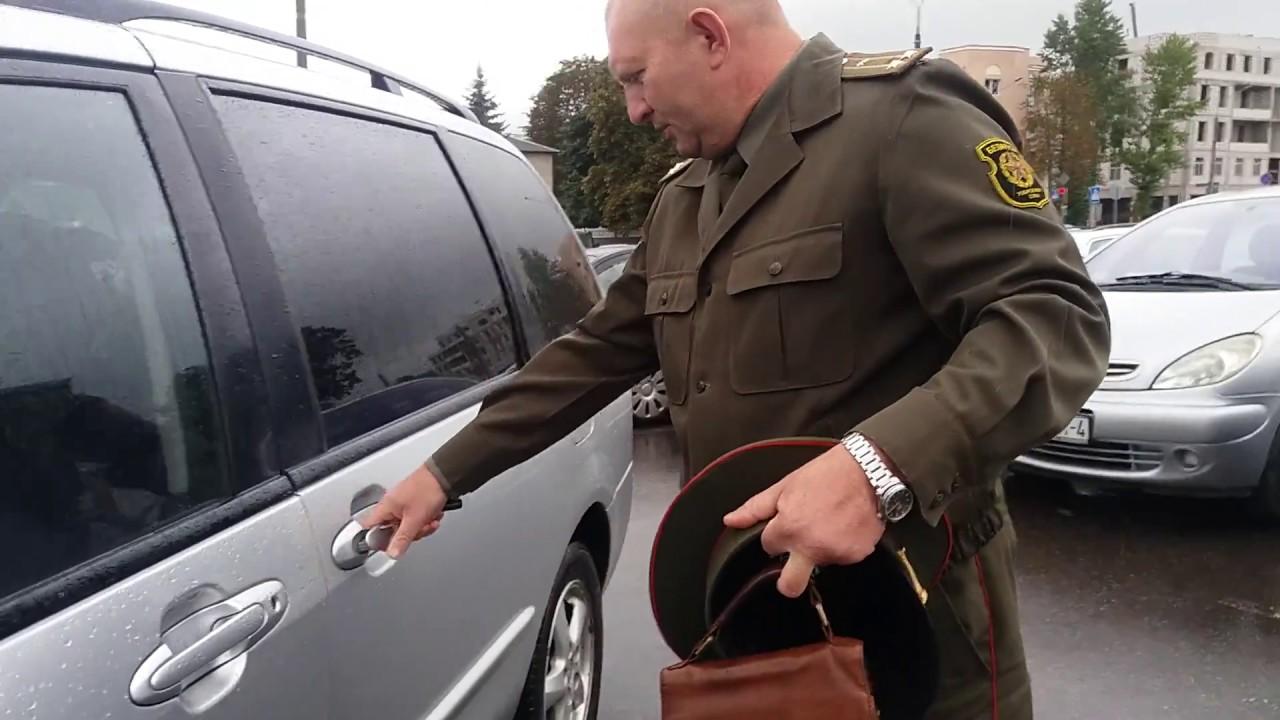 Боль змагара: В Гродно офицер Вооруженных сил Белоруссии ездит с российским флагом
