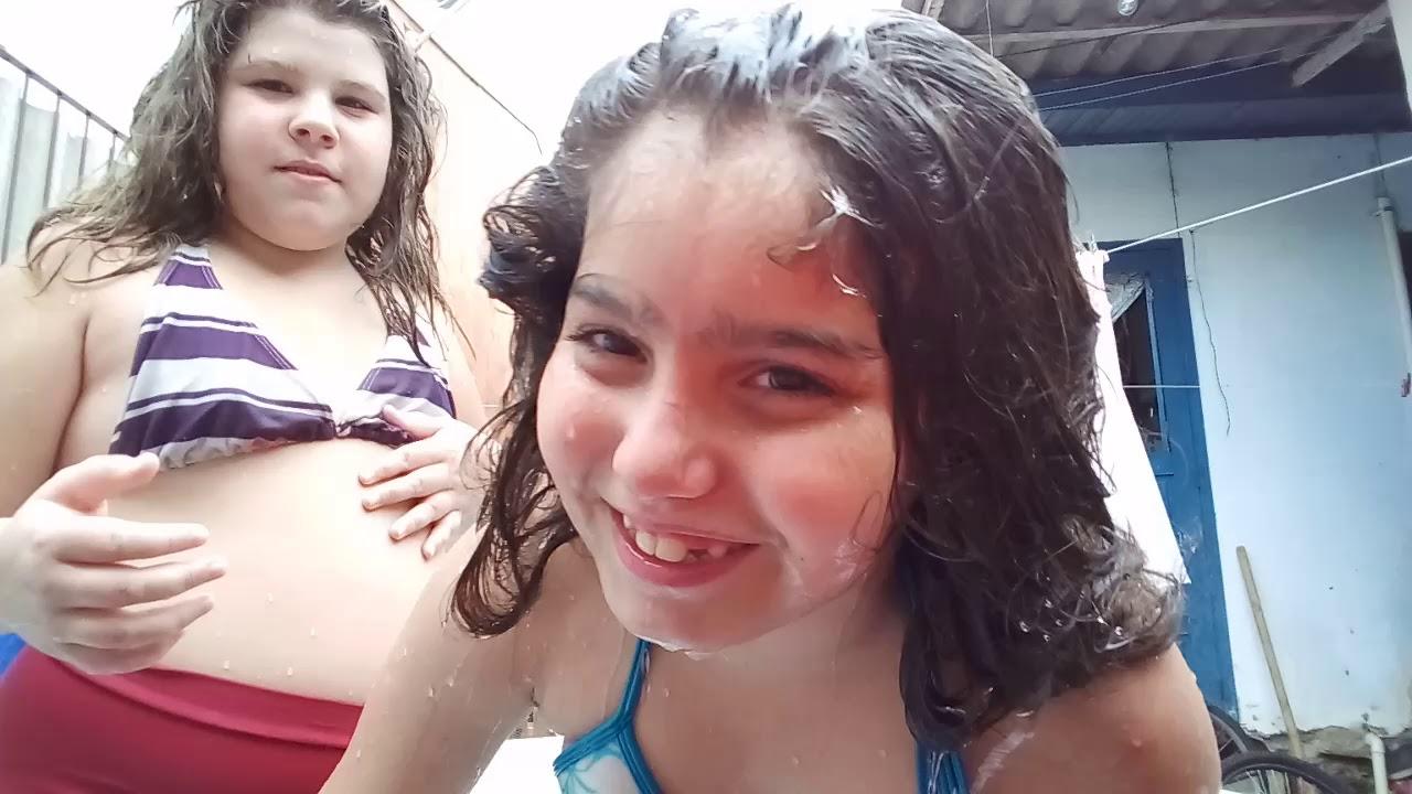 Banho de piscina com minha amiga