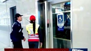 Mujer y su hija quedaron atrapados en ascensor del Metro - CHV Noticias