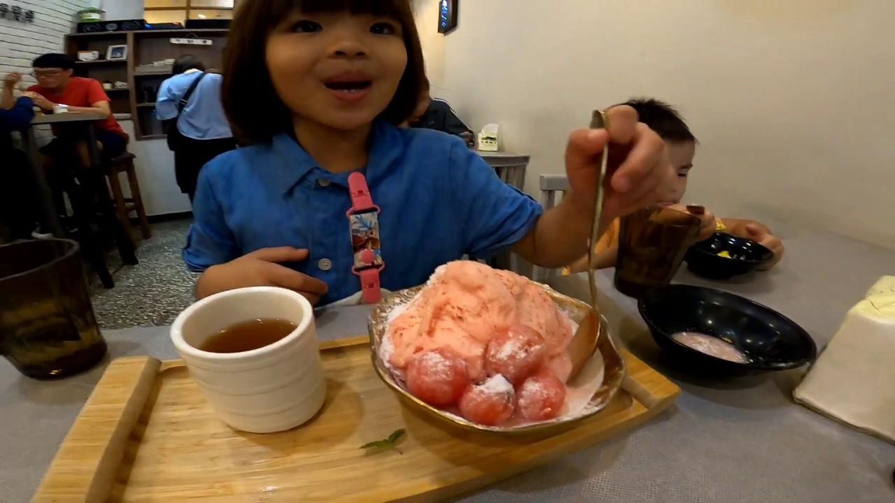 『J Y』台灣小吃系列之 帶大家來去鳳山光遠路上的BingTod冰㙮吃冰消暑涼一下 花蓮大西瓜 傳統五料煉乳黑糖冰 芒果冰🌤️🛵😆🍨🍧🌬️❄️☃️😋😘👨👧👦🥰😎💪👍🇹🇼🇹🇼🇹🇼