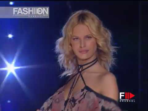 CHLOÈ Fall 2003 2004 Paris - Fashion Channel