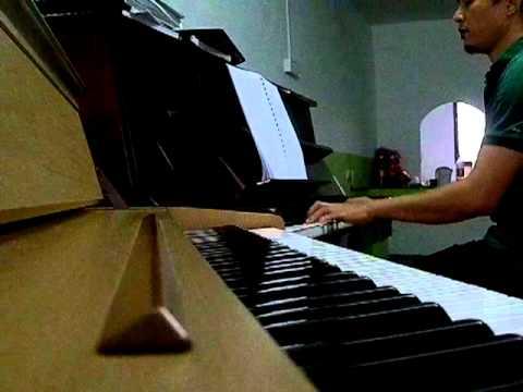 SELIMUT HATI ON PIANO dewa.MP4