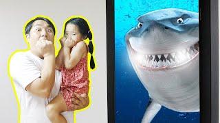 마법의 문으로 바닷속 탐험해요! 상어 놀이 Funny magic door 상어가족 장난감 놀이 공룡시대 상황극