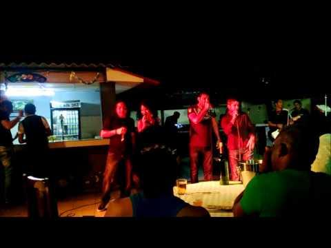 """Los Kinin al cabaret """"El Piano"""" de Santiago de Cuba"""