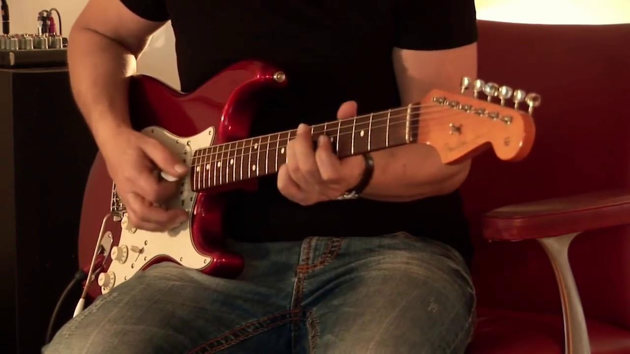 1999 Fender '62 American Vintage Stratocaster Candy Apple Red