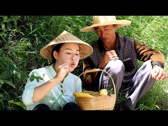 8年来第一次在家过中秋,约着叔叔上山掏了窝蜂蜜,自己做了中秋节吃的云腿月饼,比买的好吃【滇西小哥】