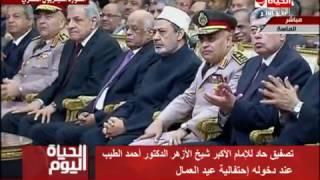 فيديو.. لبنى عسل تكشف سر التصفيق الحاد لشيخ الأزهر باحتفال عيد العمال