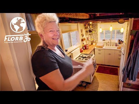 SINGLE MOTHER Builds TINY HOUSE to Create RETIREMENT PLAN
