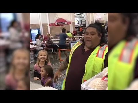 little-girls-love-visiting-costco-employee-who-looks-just-like-disney-character
