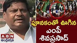 లోక్ సభలో ఆసక్తికరమైన సన్నివేశం | TDP MPs Demand Justice For Andhra Pradesh | ABN Telugu