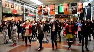 Kpopflashmob in Gothenburg Nordstan ♥