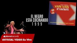 JUAN FORMELL Y LOS VAN VAN - El Negro Esta Cocinando (En Vivo) 9 de 16