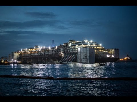Arrivo della Costa Concordia ai cantieri navali di Genova