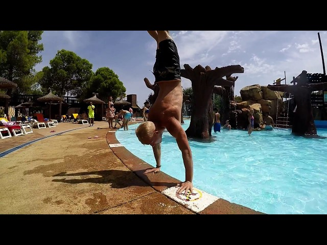 Cliff jumping in Cala Varques Mallorca