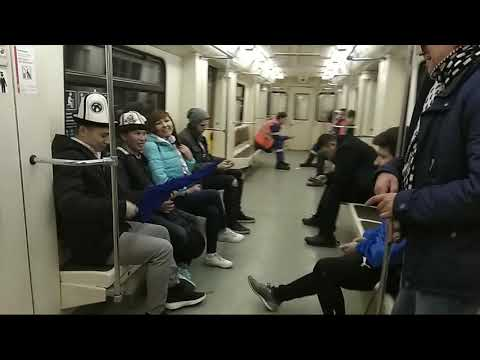 Музыка в метро.