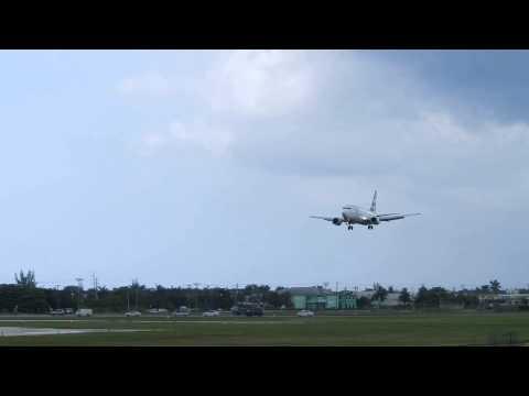 Cayman Airways VP-CKZ 737-3 Landing Owen Roberts International Airport (MWCR)