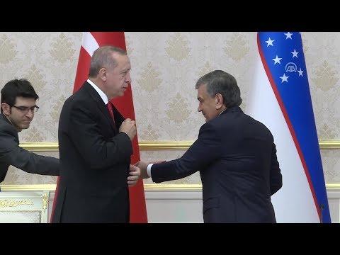 Erdoğan elini cebine attı Shavkat Mirziyoyev'a hediyesini verdi