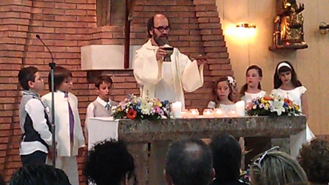 """Padre Juan Ramon Alias """"Torrente"""" Dando Misa"""