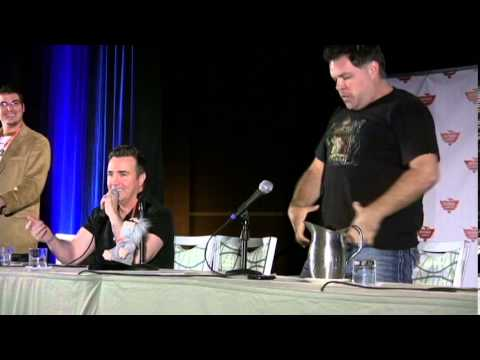 Aaron Douglas and Paul McGillion at Phoenix Comicon 2011