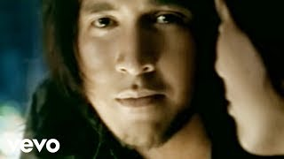 Ello - Kisah Kita T'lah Usai (Video Clip)