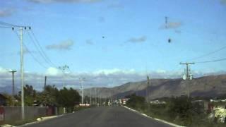 Conduciendo por la carretera hacia L