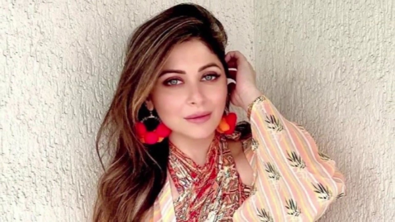 Kanika Kapoor Returns Home Brother Says She Is Doing Fine ...