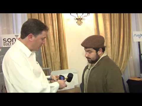 """Hugo Morales of Channel 13 UCTV Tests the Sonim XP2 Spirit """"Nearly"""" Unbreakable Phone"""