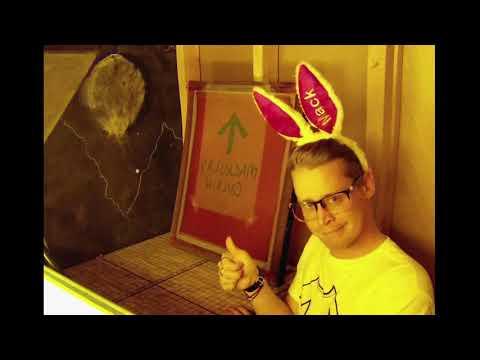 Colfax - Watch: Macaulay Culkin Teaches Us To Screen Print