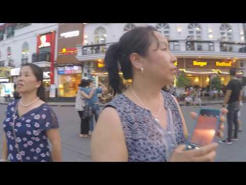 6 17 17  Taug kev ncig tajlaj hmo ntuj hauv Hanoi