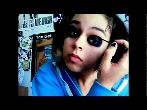 How To Do Andy Biersack Makeup (the right wayy) - YouTube