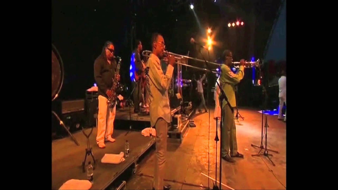 kool-the-gang-joanna-live-glastonbury-koolandthegangshow