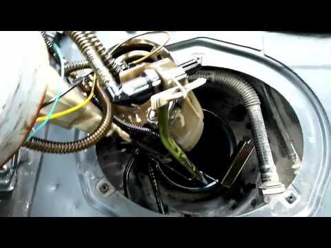 Как снять топливный насос на рено логан видео