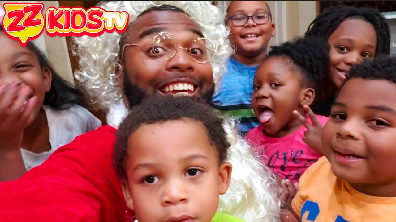 Zontay Family Plays Hide and Seek With Santa Clause!  ZZ Kids TV Christmas Video