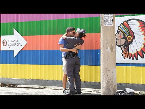 KISSING BRAZILIAN COPS!