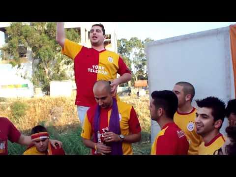 Galatasaray'lı taraftarlardan ilginç beste