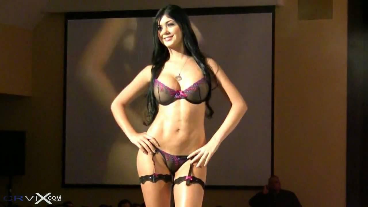 sexy columbiana