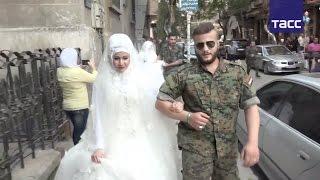 Сирийские военные сыграли одновременно 30 свадеб в Алеппо