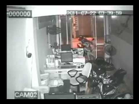 Trộm 3 xe máy trong 10 phút - Congdongvip.com