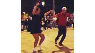 خطيرة خطيرة  . رقص جزائري رائع على أنغام الراي في باريس 😍