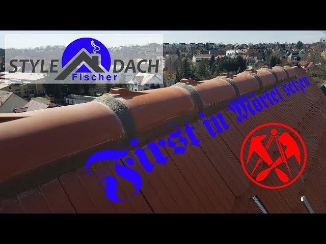 First in grauen Mörtel setzen - rotes Biberschwanzdach unter Denkmalschutz - 15er Biber