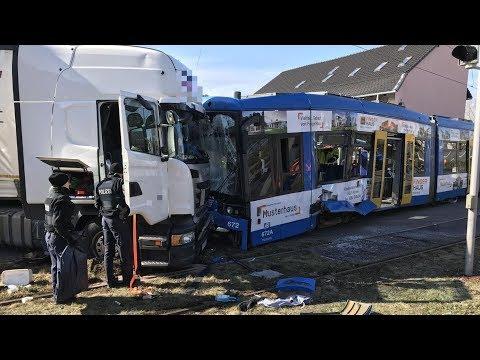 16 Verletzte bei Zusammenstoß zwischen Tram und Lkw in Kassel