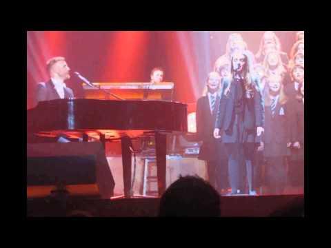 Minster School Choir Sing Gary Barlow Nottingham Arena