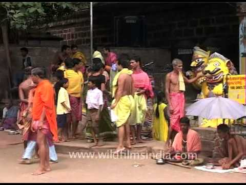 Devotees getting in and out of Lingaraj Temple, Bhubaneswar