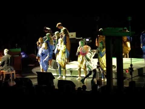 BJÖRK Performing PAGAN POETRY @ Zénith | 08/03/13