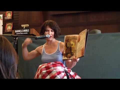 Evangeline Lilly Flexing The Squickerwonkers Reading