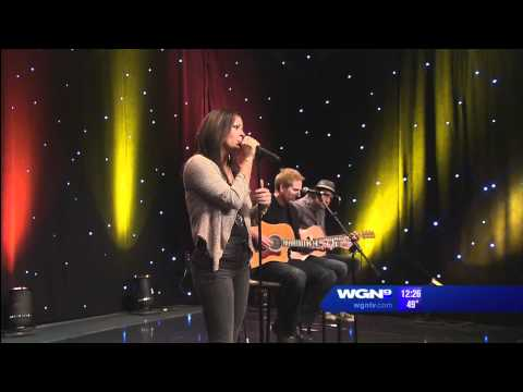 Sara Evans interviewed on WGN and singing A Little Bit Stronger - April 21, 2011