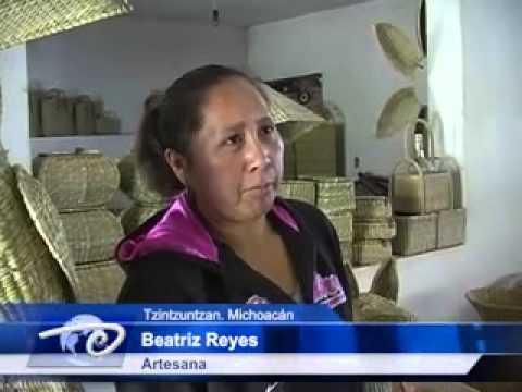 Tzintzuntzan, Mich.- En Ihuatzio basan su economías. En la elaboración de artesanías.