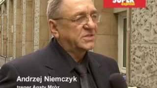 Niemczyk: Agata zawsze była sobą Andrzej Niemczyk, trener polskich siatkarek w latach 2003-2006, opowiada o zmarłej Agacie Mróz.